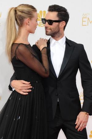 Адам Левин вышел в свет со своей красавицей-женой