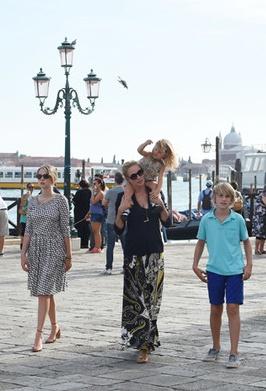 Ума Турман решила побаловать себя прогулкой по Венеции