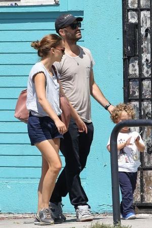 Натали Портман с семьей в Лос-Анджелесе