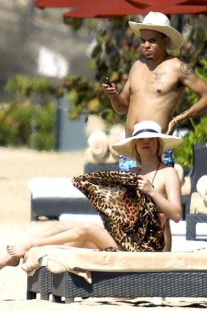 Эшли Симпсон и Эван Росс проводят медовый месяц на Бали