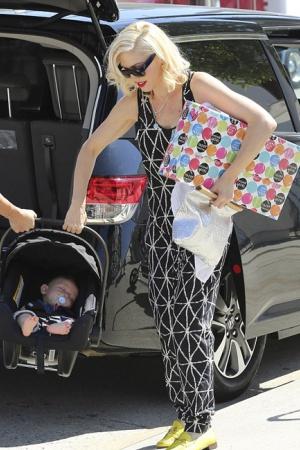 Гвен Стефани прогулялась с детьми