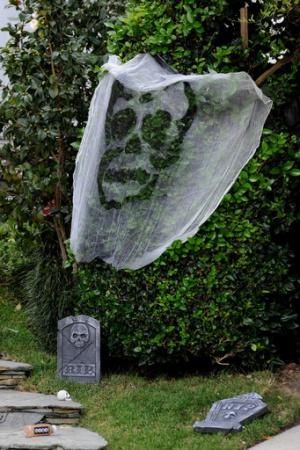 Кейт Бекинсейл украсила свой дом на Хэллоуин