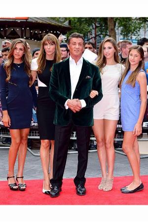 Сильвестр Сталлоне с женой Дженнифер Флавин и тремя дочками - Софией, Систин и Скарлет.