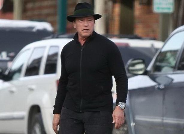 Арнольд направляется в ресторан