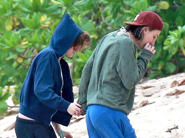 Кристен Стюарт с подругой отдыхает на Гавайях