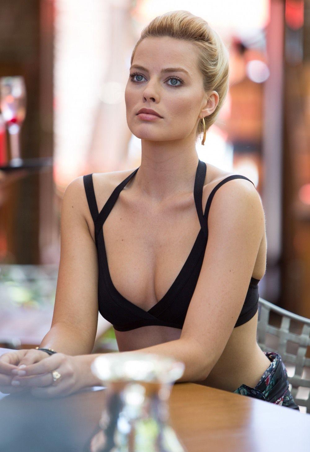 Фокус голая женщина