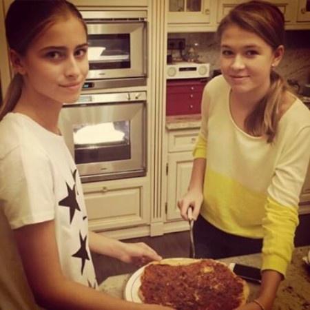 Вера Брежнева получила съедобный подарок от дочери