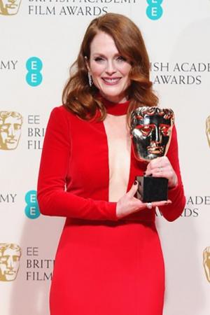 Кинопремия BAFTA 2015: лучшие наряды звезд