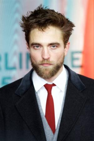 Роберт Паттинсон удивил густой бородой