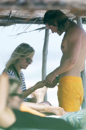 Орландо Блум встречается с таинственной блондинкой