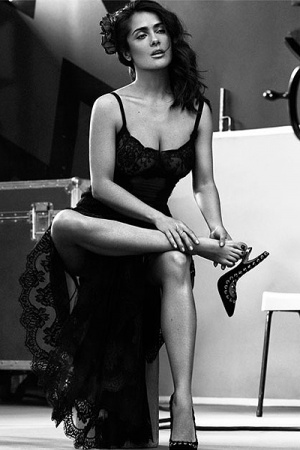 Сальма Хайек в стильной черно-белой фотосессии