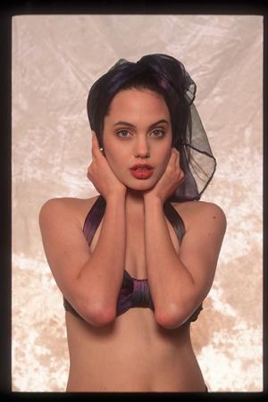 Откровенные фото 16-летней Джоли