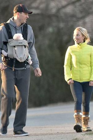 Хейден Панетьери с семьей на прогулке
