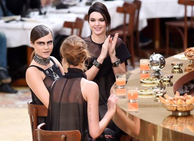 Кара Делевинь шокировала модным образом