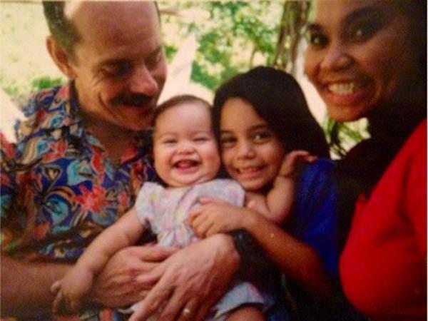 Ванесса Хадженс с родителями и сестрой