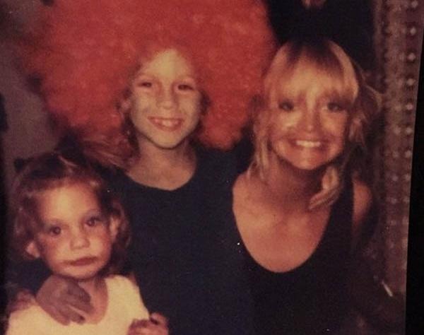 Кейт Хадсон с братом и мамой