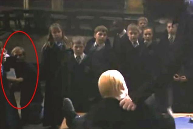 """В этом эпизоде """"Гарри Поттера и Тайной комнаты"""" четко виден оператор"""