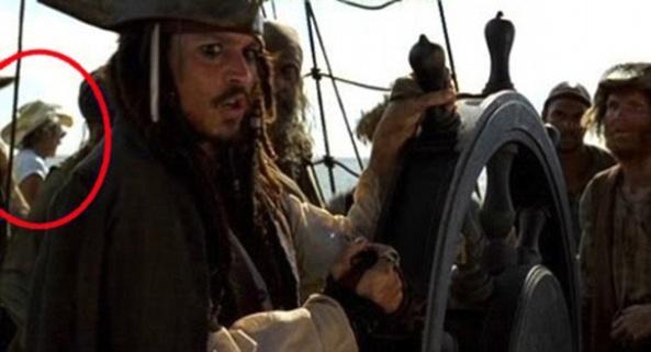 """""""Пираты Карибского моря"""". В кадр попал участник съемочной группы"""