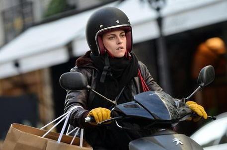 Кристен Стюарт за рулем мотоцикла