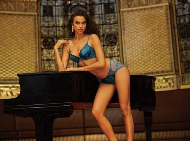 Ирина Шейк показала стройное тело в шикарном белье