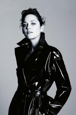 Марион Котийяр для обложки журнала Madame Figaro