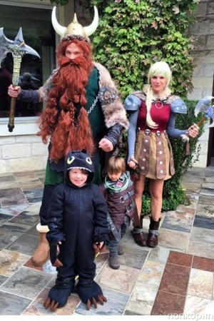 Джаред Падалеки на Хэллоуин примерил костюм викинга