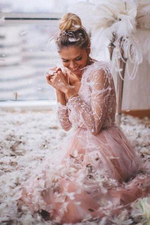 Вера Брежнева снялась в ангельской фотосесии