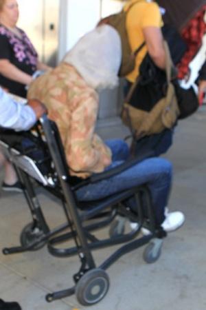 Микки Рурк появился на людях в инвалидном кресле