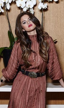 Селена Гомес в новой фотосессии