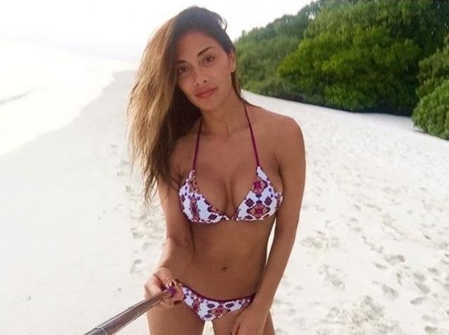 Николь Шерзингер показала на пляже роскошную фигуру