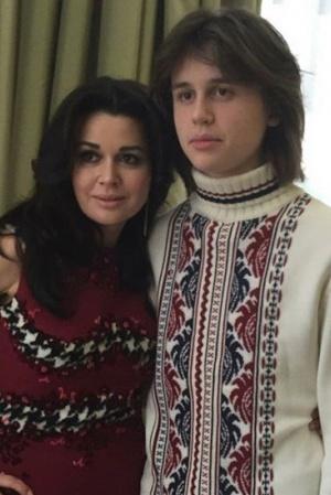 Анастасия Заворотнюк показала взрослого сына