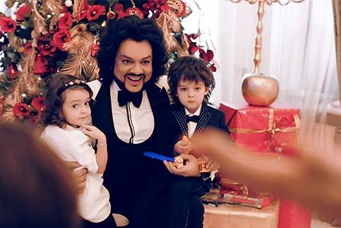 Филипп Киркоров с детьми готовится к Новому году