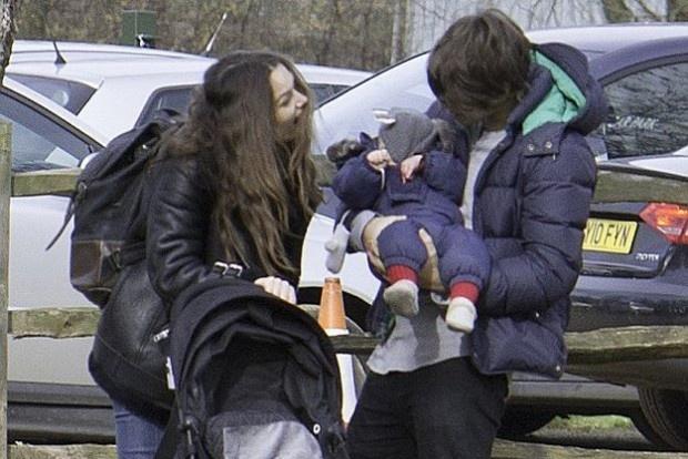 Кира Найтли с семьей прогулялась по Лондону