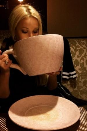 Лера Кудрявцева удивила поклонников странной посудой