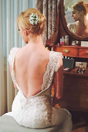 Мерьем Узерли показала свадебное платье