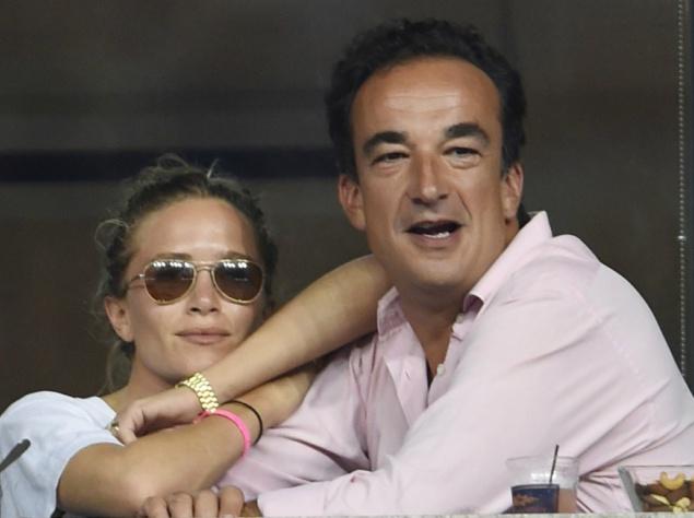 Между тем, большая разница в возрасте с партнером нисколько не смущает сестричек Олсен. Скоро будет год, как 30-летняя Мэри-Кейт вышла замуж за брата экс-президента Франции, 47-летнего банкира Оливье Саркози.