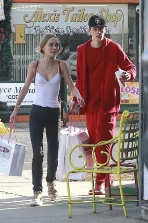 Лили-Роуз Депп со своим бойфрендом на шоппинге в Лос-Анджелесе
