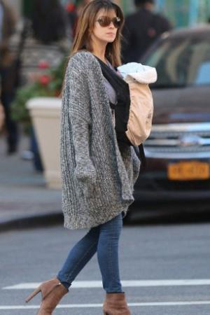 Алек и Хилари Болдуин были замечены на прогулке с новорожденным сыном