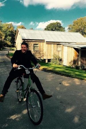 Лив Тайлер на велопрогулке с мужем