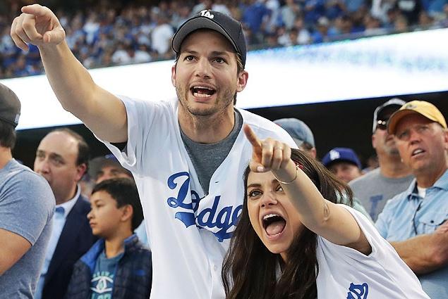 Эштон Катчер и Мила Кунис повеселились на бейсболе