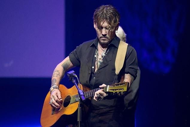 Джонни Депп впервые за долгое время появился на публике