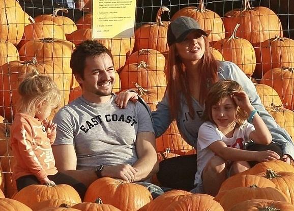 Кристина Агилера с семьей готовится к Хэллоуину