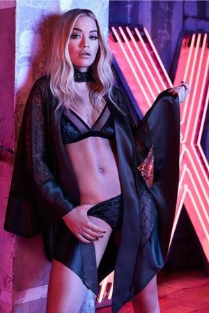 Рита Ора разделась для рекламы нижнего белья