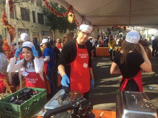 Эмми Россам приняла участие в благотворительной акции