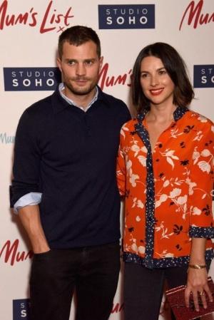 Джейми Дорнан с супругой на премьере фильма Mum's List