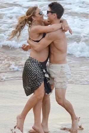 Мэрайя Кэри наслаждается страстным отдыхом с 33-летним танцором