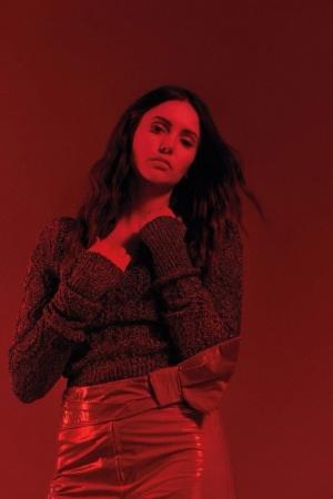 Нина Добрев снялась в стильной фотосессии