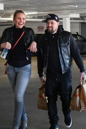 Кэмерон Диаз с мужем на прогулке в Лос-Анджелесе