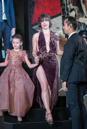 Смотреть фильмы онлайн бесплатно девушка в розовом платьице фото 487-536