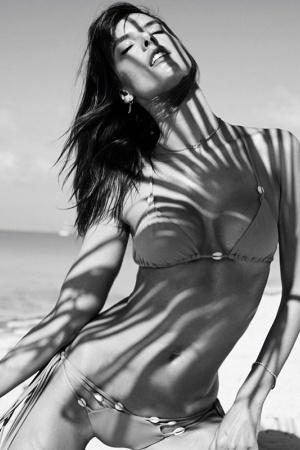 Алессандра Амброзио поделилась фотографиями с отдыха на Багамах